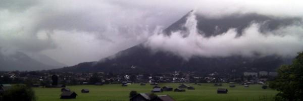 Garmisch im Juli 2011 - 10°C. Es regnet Bindfäden. Die Frisur sitzt.