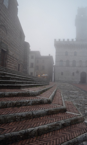 Piazza Grande im Nebel